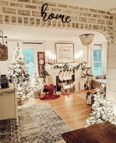 Diy Christmas Decorations, Christmas Decorating Ideas, Camper Decorating, Farmhouse Christmas Decor, Cozy Christmas, Home Decor For Christmas, Christmas Manger, Christmas Houses, Cottage Christmas