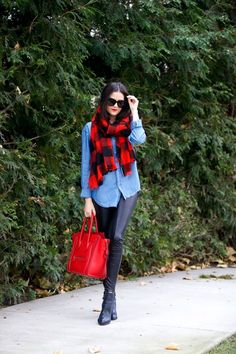 Take a look at 17 red scarf winter outfits that will keep you warm and stylish in the photos below and get ideas for your own outfits! It's possible that I'm just slightly cold at the moment, bu this looks… Continue Reading → Plaid Scarf Outfit, Red Plaid Scarf, Blanket Scarf Outfit, Buffalo Plaid Scarf, Bow Scarf, Black Plaid, Red Black, Jeffrey Campbell, Look Camisa Jeans