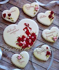 Набор для яркой красавицы и страстной натуры 💗💗💗 #пряникиназаказ #пряникисанктпетербург #пряникиспб #сладкийстол #пряники #имбирныепряники #козули #кэндибар #сердце #любовь #amazing #galetasdecoradas #gingerbread #royalicing #кингисепп #сланцы
