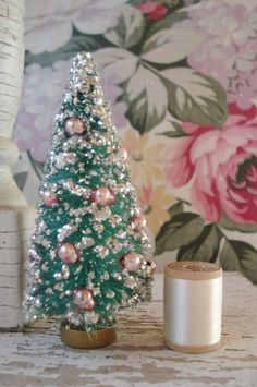 VINTAGE JAPAN TURQUOISE CHRISTMAS BOTTLE BRUSH TREE PINK MERCURY GLASS BEAD BALL