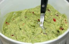guacamole best quacamole healthy recipes healty food gezonde recepten - Another! Healthy Foods To Eat, Healthy Snacks, Healthy Eating, Healthy Recipes, Low Carb Brasil, Guacamole Recipe, Avocado Guacamole, Tortilla Chips, Pesto