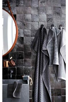 This all black bathroom with Moroccan Zellige tiles feels sophisticated, modern, and edgy. Bad Inspiration, Bathroom Inspiration, Interior Inspiration, Bathroom Ideas, Bathroom Niche, Casas En Atlanta, Copper Bathroom, Bathroom Black, Charcoal Bathroom