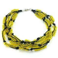 Ręcznie plecione korale na czarnym sznurku bawełnianym zkoralików akrylowych w kolorze żółtym. Zakończenie z karabińczykiemi oczkami do regulacji. Crochet Necklace, Beaded Necklace, Metal, Jewelry, Fashion, Beaded Collar, Moda, Jewlery, Pearl Necklace