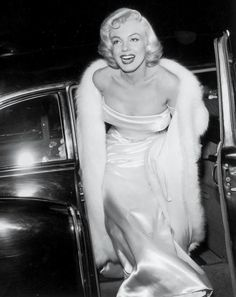 A Platinum Blonde Never Goes Out of Style | Marilyn Monroe, 1954 See more timeless Hollywood glamour and red-carpet beauty trends through the years here.