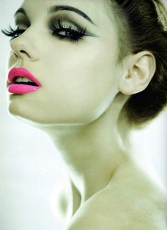 I LOVE this look. Crazy pink lips and faux lashes. Trying this is a must.