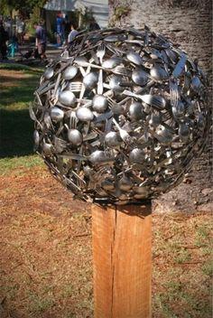 12 Ideas How To Create Unique Garden Art From Junk Interesting Take on the Gazing Ball Garden Junk, Diy Garden, Garden Crafts, Garden Projects, Metal Yard Art, Scrap Metal Art, Bowling Ball Art, Jardin Decor, Recycled Garden Art