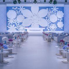 Welcome to the signature wedding of Ghada Al-Rajhi. Abdul Al-Romaizan relished this chance to work his magic for a third time for the same family. Two of Ghada's sisters also had Nasheed weddings. #weddingdesigner #weddingmagic #blueandwhitewedding #bigflowers #weddingaisle #nasheedevents