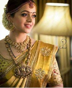 Religious Motif Gold Jewellery Designs For Bridal Kerala Wedding Saree, Bridal Sarees South Indian, Bridal Silk Saree, Indian Bridal Fashion, Indian Bridal Makeup, Indian Wedding Jewelry, Saree Wedding, Bridal Jewelry, Indian Sarees