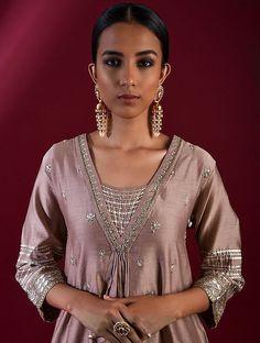 Designer Party Wear Dresses, Indian Designer Outfits, Indian Outfits, Hand Embroidery Dress, Embroidery Suits Design, Dress Neck Designs, Blouse Designs, Princess Tutu Dresses, Rajputi Dress