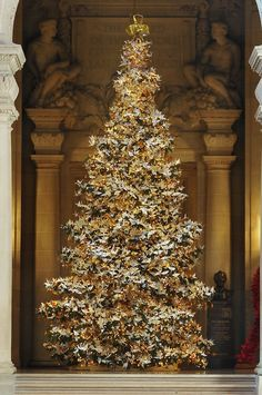 Have you heard about the The World Tree of Hope? Every December, thousands of origami cranes adorn a large, 20-25 foot Christmas tree in the Rotunda of San Francisco City Hall. These cranes aren't just there for decoration, they're inscribed with well wishes for the future. The holiday project that began in 2006 has since evolved into a global symbol of unity and hope for a better world.
