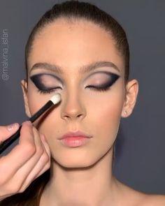 Edgy Makeup, Makeup Eye Looks, Eye Makeup Art, Dramatic Makeup, Smokey Eye Makeup, Skin Makeup, Eyeshadow Makeup, 60s Makeup, Creative Eye Makeup