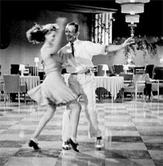 Resultado de imagem para rita hayworth e fred astaire Hollywood Stars, Classic Hollywood, Old Hollywood, Shall We Dance, Lets Dance, Rita Hayworth, Gifs, Bailar Swing, Fred And Ginger