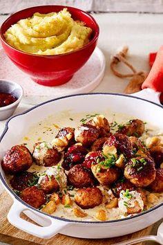 in Mushroom Herb Cream Recipe DELICIOUS - Zack, zack, there is hack in 35 minutes! -Meatballs in Mushroom Herb Cream Recipe DELICIOUS - Zack, zack, there is hack in 35 minutes! - Hier schmort alles in einem Topf. Meatball Recipes, Crockpot Recipes, Vegan Recipes, Cooking Recipes, Salad Recipes, Snack Recipes, Albondigas, Mushroom Recipes, Cream Recipes