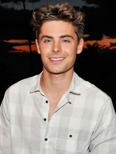 See Hot Pics of Zac Efron! Actors Male, Hot Actors, Handsome Actors, Actors & Actresses, Hottest Actors, High School Musical, Celebrity Travel, Celebrity Crush, Celebrity Houses