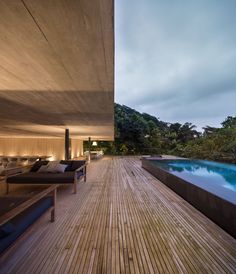 Rooftop infinity pool overlooks the Brazilian rainforest from Studio Jungle House Infinity Pools, Brazilian Rainforest, Moderne Pools, Jungle House, Sunken Living Room, Rooftop Pool, Tropical Houses, House And Home Magazine, Pool Designs