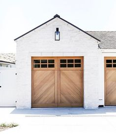 Transform and update the exterior of your home instantly by replacing garage doors with a more modern garage door design. We're showing you garage door styles to consider and what you need to think about when choosing modern garage door designs. Style At Home, Wood Garage Doors, Barn Doors, Garage Door With Windows, Modern Garage Doors, Carriage Doors, Carriage House, House With Garage, Front Doors
