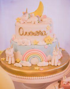 O bolo com detalhes em dourado (Foto: Vivian Gradela)