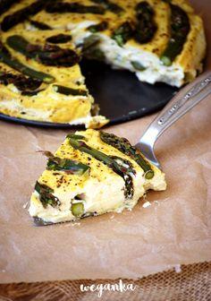 Zapiekane tofu z zielonymi szparagami i pieprzem cytrynowym