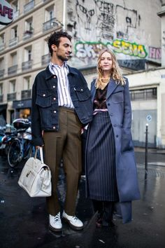 Street style at Paris Fashion Week fall 2017... - Street Style