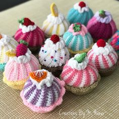 Best 12 So many cupcakes! They make me feel pretty happy. Huge bonus is that these little gems help me use up leftover yarn. Crochet Cake, Crochet Wool, Quick Crochet, Crochet Gifts, Crochet Bear, Crochet Animals, Crochet Toys Patterns, Amigurumi Patterns, Amigurumi Doll