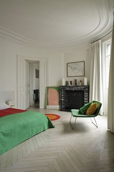 Elegant flamboyance, a modern color explosion in the Paris apartment of Jean and Marie Poires! The apartment