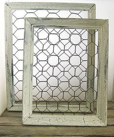 How to make shabby chic chicken wire frames. Could use those tiny lil clothesline pins from craft store  to hang lil pictures on ..cute #shabbychickitchendiy