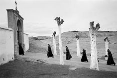 Ramón Masats :: Guadix, Granada, Silver gelatin with archival selenium treatment. / source: Blanca Berlin Galeria more [+] by this photographer Ramones, Monochrome Photography, Street Photography, Vintage Photography, White Photography, Black N White Images, Black And White, Cool Pictures, Cool Photos