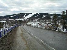 Parti fra Sollefteå mot Hallstaberget, med Hallstabacken i bakgrunnen til venstre Sverige