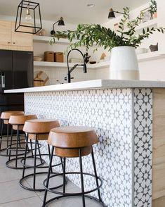 Cottage Kitchen Tiles, Kitchen Island Decor, Diy Kitchen, Moroccan Tiles Kitchen, Moroccan Tile Backsplash, Kitchen Tiles Design, White Tile Kitchen, Kitchen Backsplash Tile, Modern Kitchen Tiles