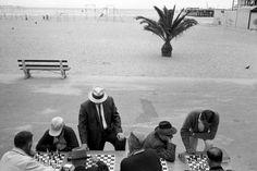 Bruce Davidson Chess Players at Santa Monica Beach, Los Angeles, California, 1964 / Silver gelatin print.