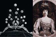 Boucheron - Gertrude Vanderbilt, l'héritière - Le mariage du laideron immensément riche en 1896 donne lieu à une débauche de luxe dans la corbeille de noces. On compte notamment ce diadème orné de 18 poires en diamants d'une valeur de 1.600.000 euros.