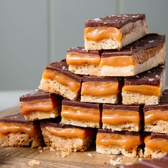 Millionaire Shortbread Is Pretty Much A Homemade Twix Melt Chocolate In Microwave, Chocolate Topping, Decadent Chocolate, Chocolate Heaven, Shortbread Recipes, Cookie Recipes, Shortbread Crust, Candy Recipes, Baking Recipes