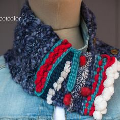 """Col tricoté et tissé à la main près du cou en laine """" abstraction  """""""