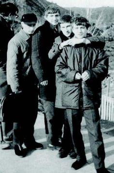 Vladimir Putin adolescente (segundo da esquerda para a direita, de chapéu)