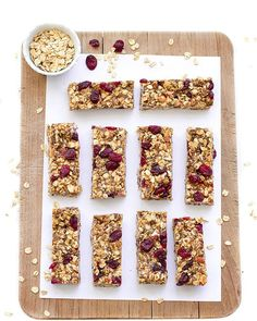 Healthy No-Bake Granola Bars. These healthy no-bake granola bars are vegan gluten-free and refined sugar-free. Granola Barre, No Bake Granola Bars, Homemade Granola Bars, Healthy Granola Bars, Healthy Baking, Healthy Snacks, Lunch Snacks, Healthy Breakfasts, Protein Snacks
