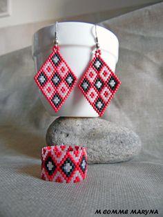 Parure ethnique chic perles Miyuki triangles 2 pièces indien huichol Rouge, noir et blanc. Tissage peyote : Parure par m-comme-maryna Miyuki Beads, Triangles, Comme, Friendship Bracelets, Etsy, Boutique, Chic, Jewelry, Fashion
