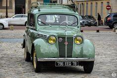 #Renault #Juvaquatre au rassemblement mensuel de l'AVAVA à #Versailles Reportage complet : http://newsdanciennes.com/2015/12/08/retour-au-rassemblement-mensuel-de-versailles-par-lavava/ #Voitures #Anciennes #ClassicCar #Vintage #Vintagecars