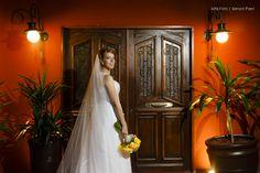 Stela Maris, a noiva com o nome da escola que estudei quando era criança.  O vestido dela foi a tia quem fez... economia boa. Hehehehehe...