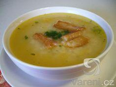 Českou vánoční rybí polévku podáváme se smaženou houskou. Cheeseburger Chowder, Soup, Soups, Chowder