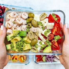 {NEW} No-Cook COLD Lunch Boxes 4 WAYS 💡{ Lunchbox game STRONG 👊 You've been asking for more no-cook lunch ideas...here ya go! FUN, interesting, NEW ideas for children + thier parents!➡️ DOUBLE TAP if you like what you see & want more ideas!.Tuna Avocado Chickpea Sandwich 🥑makes 2 servingsIngredients:1 cup chickpeas/garbanzo beans, drained and rinsed1 ripe avocado3 Tbsps fresh cilantro leaves, chopped3 Tbsps chopped green onions, chopped 1 can spring water tuna,