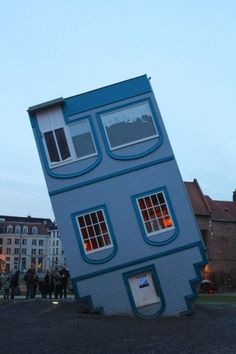 Upside Down House Tower Building, Building Art, Building Structure, Building A House, Unusual Buildings, Interesting Buildings, Amazing Buildings, Modern Buildings, Upside Down House