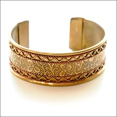 i like this, if i wore bracelets i would wear this one