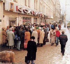 1987-90 : queue devant un magasin à Moscou