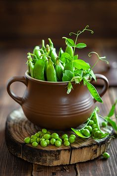 Peas in a Pod / Erbsen Vegetables Photography, Fruit Photography, Splash Photography, Fruit And Veg, Fresh Fruit, Fresh Green, Photo Fruit, Fruits And Vegetables, Food Pictures