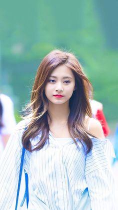 Twice - Tzuyu Kpop Girl Groups, Korean Girl Groups, Kpop Girls, Nayeon, Twice Tzuyu, Sana Momo, Chou Tzu Yu, Beautiful Asian Girls, South Korean Girls