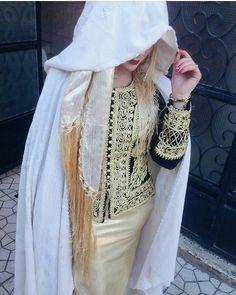 Barnous et karakou tenu traditionnelle algérienne