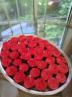 Red Rose cupcakes for my Kentucky Derby party   I could make these!