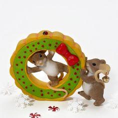 Charming Tails Friends Help Get the Holidays Rolling Figurine Enesco http://www.amazon.com/dp/B0056BHXYO/ref=cm_sw_r_pi_dp_5ux4tb1FDXWVK