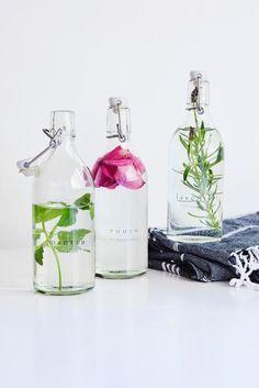 Pyykkietikka: katso ohje ja tee itse! | Meillä kotona Diy Art, Cleaning Hacks, Diy Gifts, Diy And Crafts, Glass Vase, Christmas Gifts, Handmade, Home Decor, Clever