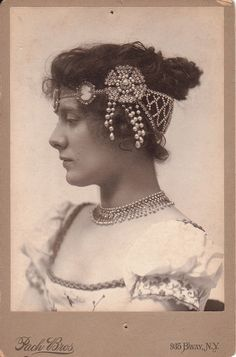 Julia Marlowe in another great headpiece Vintage Photographs, Vintage Images, Vintage Beauty, Vintage Fashion, Edwardian Hairstyles, Flapper, Let Your Hair Down, Portraits, Headdress